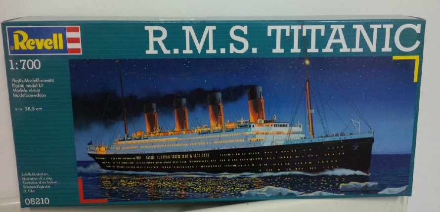 R.M.S.Titanic 1:700 Plastic Model Kit
